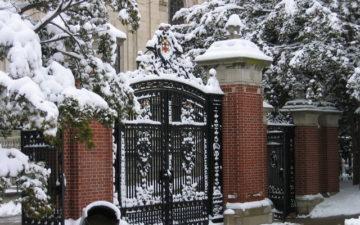 Zima, która nie zaskakuje domowników. Jak na nadchodzące mrozy przygotować bramę wjazdową?